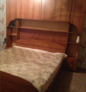 Кровать,совмещенная со шкафчиками