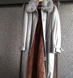 Новое кожанное пальто с подстежкой из цигейки