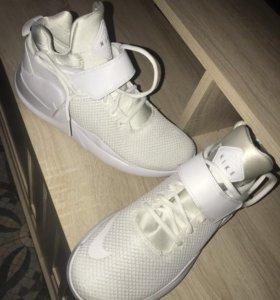 Новые стильные кроссовки найк и пума