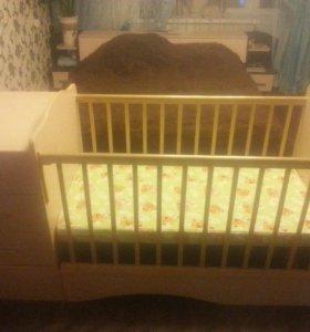 Детская кроватка-трансформер с двумя матрацами