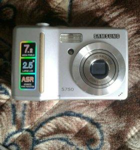 Цифровой фотоаппарат+ флешка на 1Гб