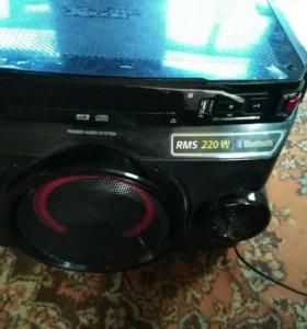 Музыкальная минисистема LG 270w.