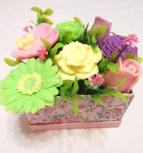 Сувенирное мыло яркая цветочная композиция