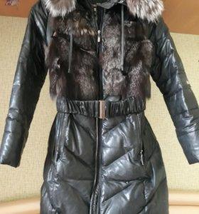 Пальто пуховое из эко кожи с натуральным мехом