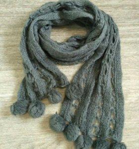 Женский шарф с пампонами