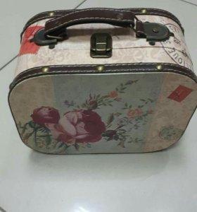 Шкатулка-чемодан