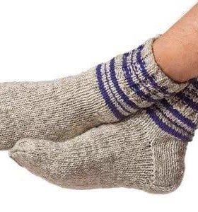 Вязаные носки и тапочки