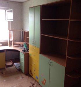 Шкаф детский и стол компьютерный