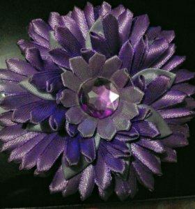 Фиолетовый цветок для прически.