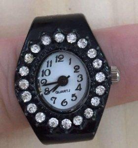 Бижутерия. Серьги и браслеты. Кольцо-часы.