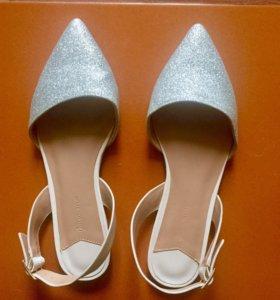 Новые женские туфли-босоножки Stradivarius