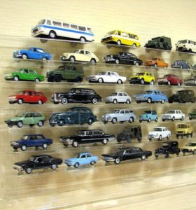 Коллекционные фигурки автомобилей, мотоциклов