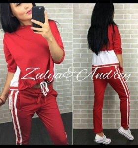 Новый костюм красного цвета, Италия. Размер 42-46