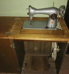 Швейная машинка стол тумба ножная.