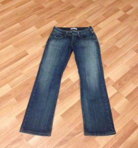 Продаются джинсы Levis