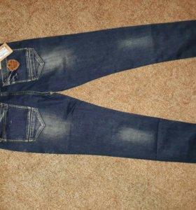 Новые модные мужские джинсы