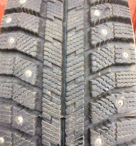Зимние шины в идеальном состоянии R15