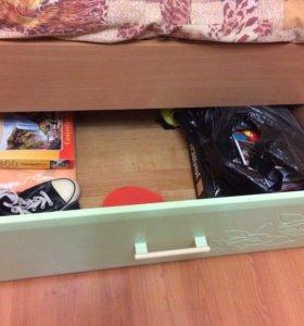 Набор мебели для деток.кровать,угловой шкаф,пенал
