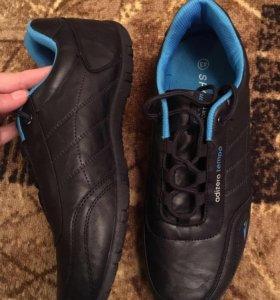Мужские кроссовки на 42 размер новые