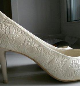 Туфли: свадебные, черные атласные, бежевые лодочки