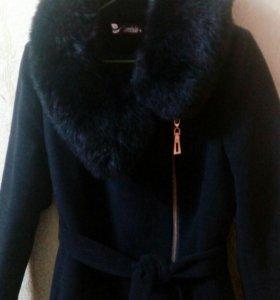 Пальто, теплое. Носила 1 зиму.
