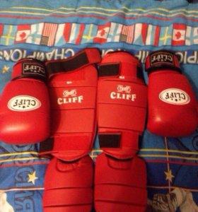 Продаю боксёрские перчатки и защиту для ног