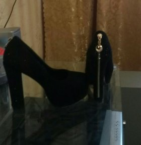 Туфли и полу сапожки.