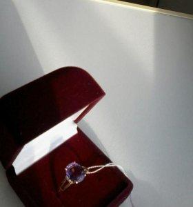 золотое кольцо с аметистом /новое/ размер 16,5