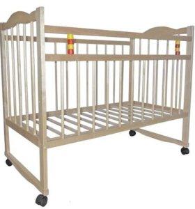 Кроватка детская деревянная