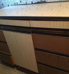 Стол кухонный для хранения утвари