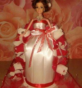 "Куколка с конфетками ""Рафаэлло""."