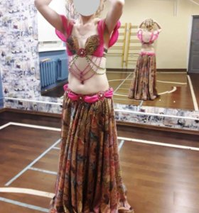 Яркий костюм для танца живота