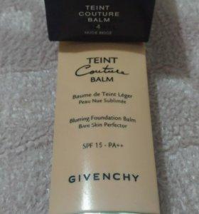 Тональный крем Givenchy