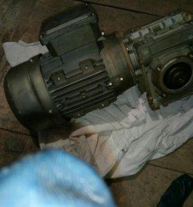Электродвигатель на220- 380 v