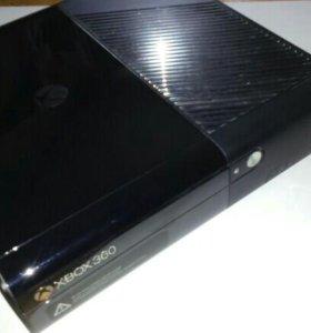 Xbox360 (500 GB памяти) с двумя геймпадами