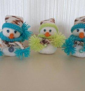 Снеговики вязаные (ручная работа)