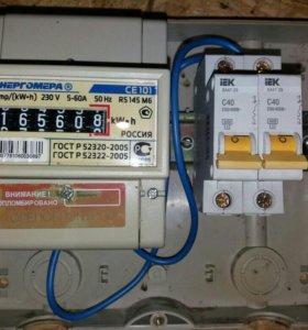 Электросчетчик СЕ101, в коробке с двумя автоматами