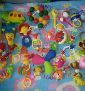 Игрушки, погремушки для малыша