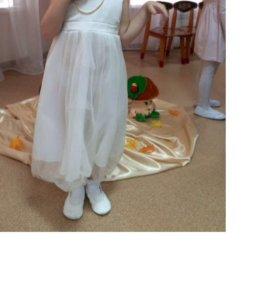 Кремовое платье на девочку