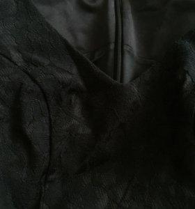 Чёрное платье с кружевом