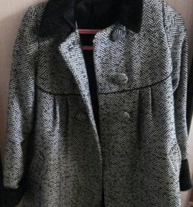 Пальто  для девочки р146.