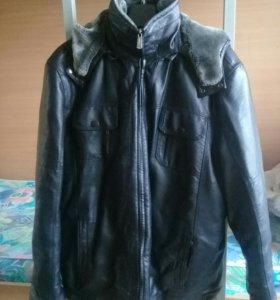 Чёрная зимняя мужская куртка.