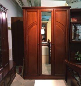 Шкаф трёхдверный с зеркалом