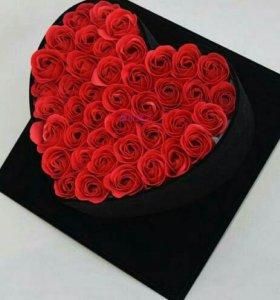 Живая стабилизированная роза в коробке