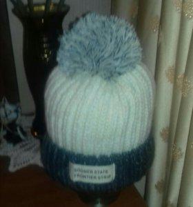 Новая теплая шапка крупной вязки с помпоном.