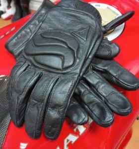 Перчатки Dainese