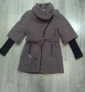 Пальто осеннее на девочку, 7-9 лет.