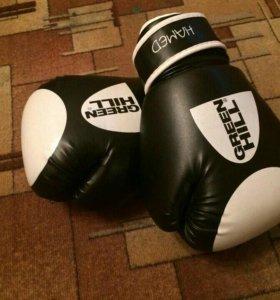 боксерские перчатки, шлем для единоборств