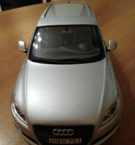 Модель Audi Q7 1 18 дорест Kyosho