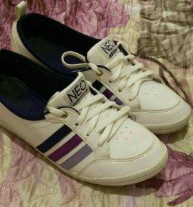Кроссовки adidas NEO 36-37 р